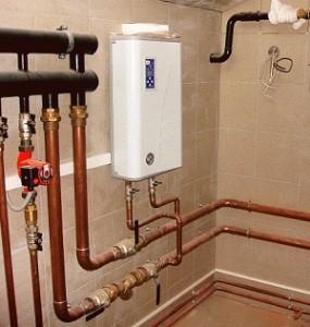 Elektroheizkessel mit Pumpe und Ausdehnungsgefäß